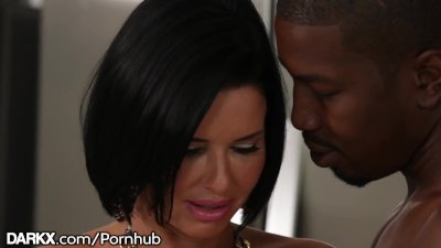 Preview 1 of Hot Milf Veronica Avluv\u2019s Ass Says Yes 2 Isiah Maxwell\u2019s Bbc