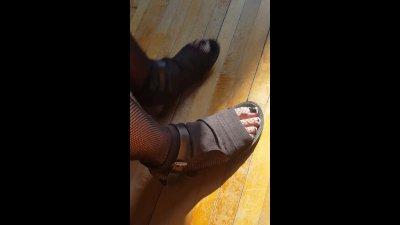 Giantess Creaking the Floor Walking Around in Sandals