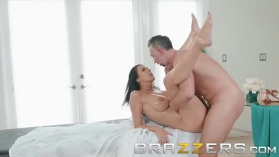 Brazzers - Massage oil makes Reagan Foxx want to fuck