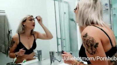 Chaude belle-mère se fait baiser par son fils à côté de son mari 1/3