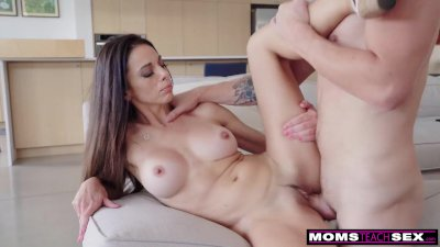 """""""Let Her See You Naked, She'll Remember That Dick"""" 3 Steps To Fuck Step Mom"""