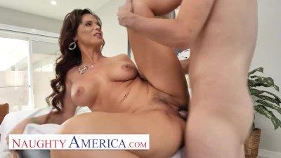Naughty America - Syren De Mer Fucks her new masseuse