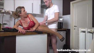 Geile huisvrouw wil harde pik