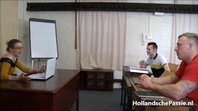 Preview 2 of Lerares Engels Krijgt 2 Harde Pikken